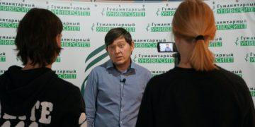 Обладатель ТЭФИ-Мультимедиа Максим Гусев на ЖурМК